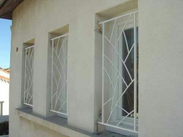 حفاظ پنجره سفید با طرح نامنظم