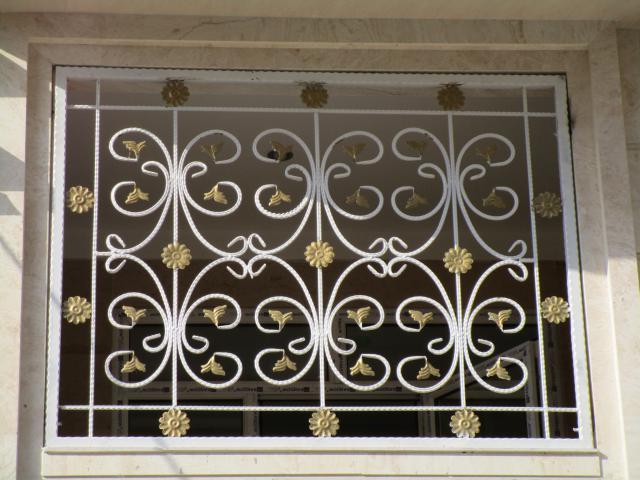 حفاظ پنجره سفید طلایی