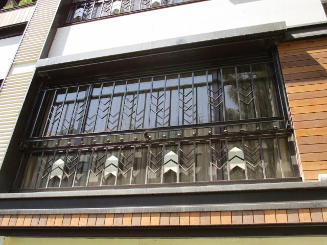 حفاظ پنجره با طرح خاص