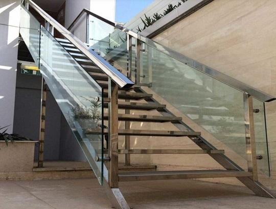 نرده راه پله شیشه ای
