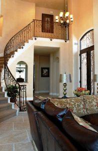 نرده راه پله از نمای دور داخل منزل