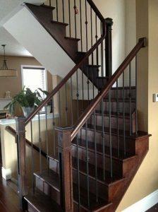 نرده راه پله فلزی و پله چوبی