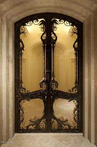 درب فلزی سلطنتی با رنگ کوره ای