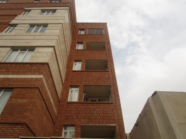 نرده بالکن از نمای خارجی ساختمان